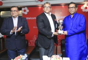 'ভিশনারি লিডার অব চেঞ্জ' পুরস্কার নিচ্ছেন বিদ্যুৎ প্রতিমন্ত্রী